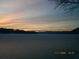 Zugefrorener Baldeneysee im Winter